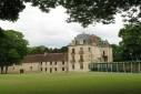 Salle de réunion en extension d'un château